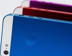 Rumors: Il prossimo iPhone sarà colorato e con display diversi?